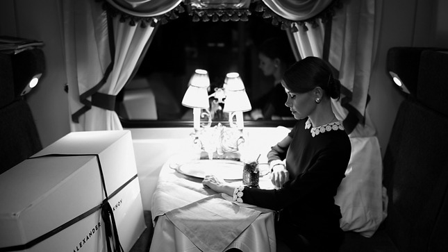 «Девушка с коробкой»: Литвинова сняла модную короткометражку